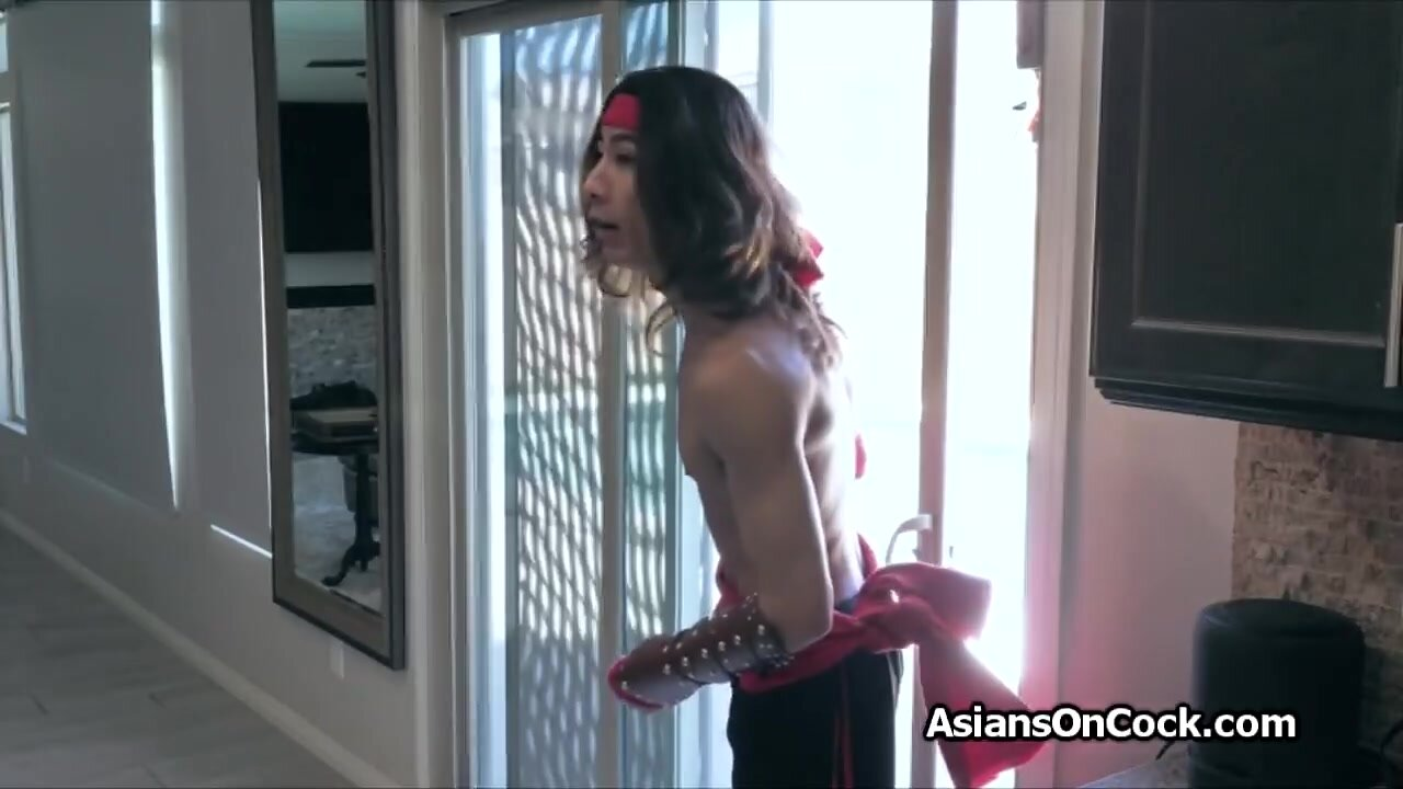 Asian cosplay couple fucks after convention